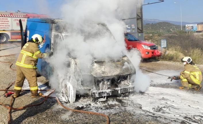 Balıkesir'de kargo aracında yangın