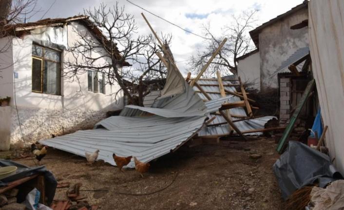 Belediye Başkanı Albayrak, yağmur ve fırtınada zarar gören Şarköy ilçesinde incelemelerde bulundu