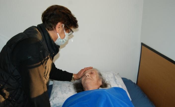 Çanakkale ve Balıkesir'de 85 yaş üzerindeki vatandaşlara aşı yapılmaya başlandı