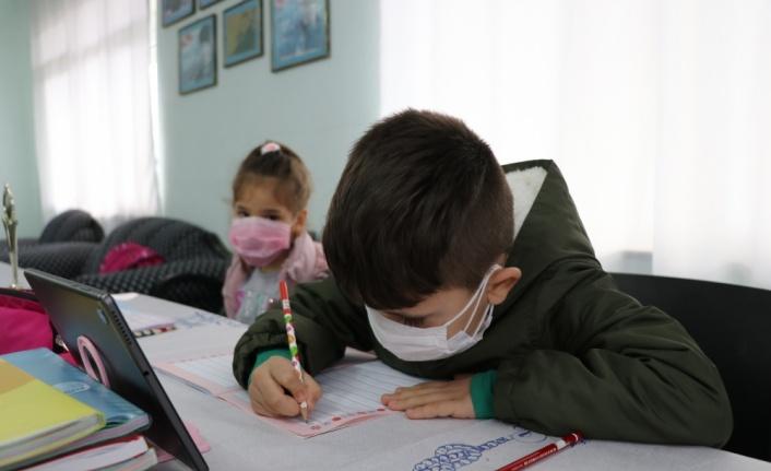 EBA destek noktasına dönüştürülen köy muhtarlığı çocukların hizmetinde