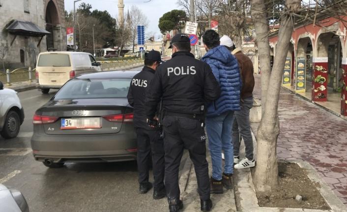 Edirne'de aranan şüpheli kısıtlama denetiminde yakalandı