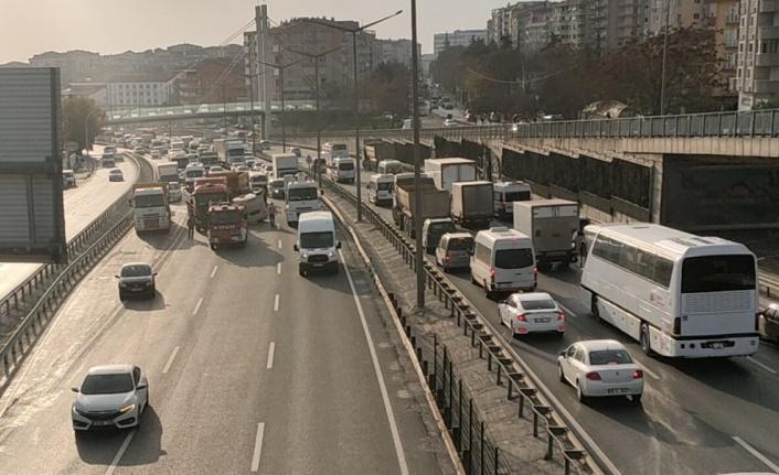 GÜNCELLEME - Kocaeli'de D-100 kara yolundaki kaza ulaşımı aksattı
