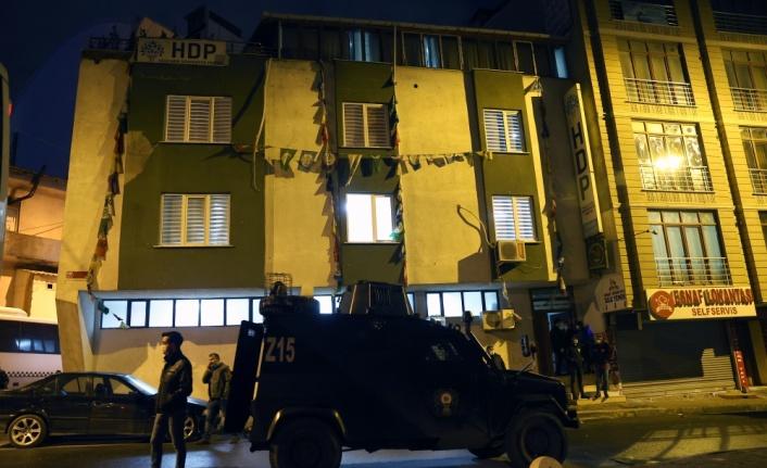 HDP Esenyurt ilçe binasına operasyon