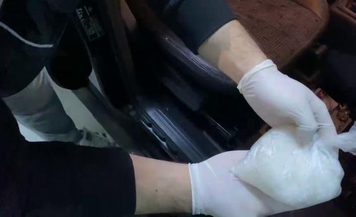 İzmir'den Balıkesir'e uyuşturucu getiren araçta 200 gram metamfetamin ele geçirildi