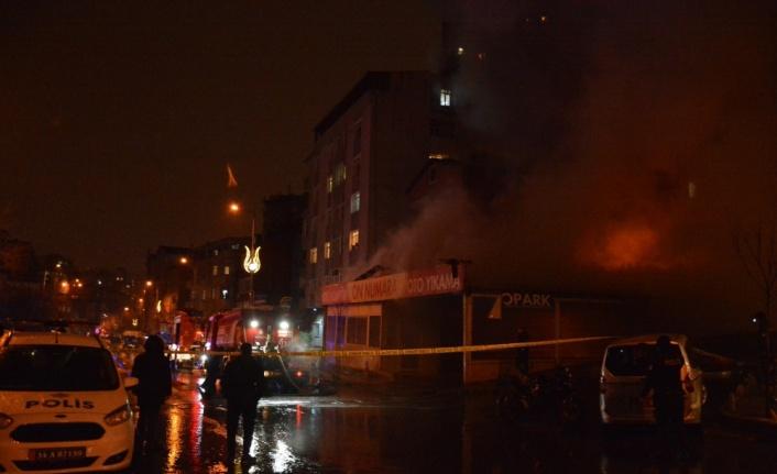Kağıthane'de iş yerinde yangın çıktı