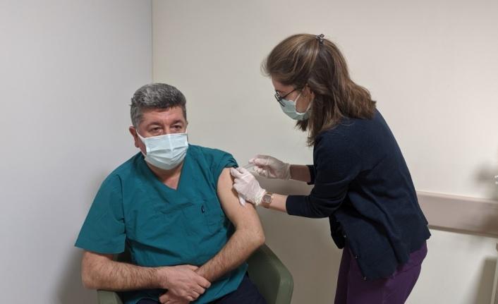 Keşan'da Kovid-19 aşısı sağlık çalışanlarına yapılmaya başlandı