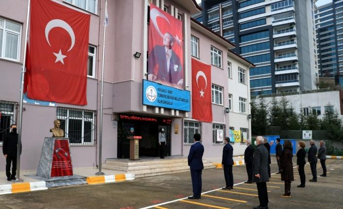 Kocaeli'de okulların bahçesinde İstiklal Marşı okundu