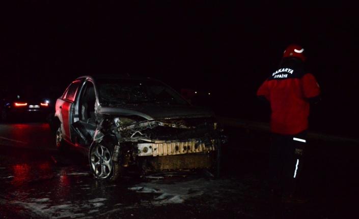 Sakarya'da otomobilin bariyere çarpması sonucu 1 kişi yaralandı