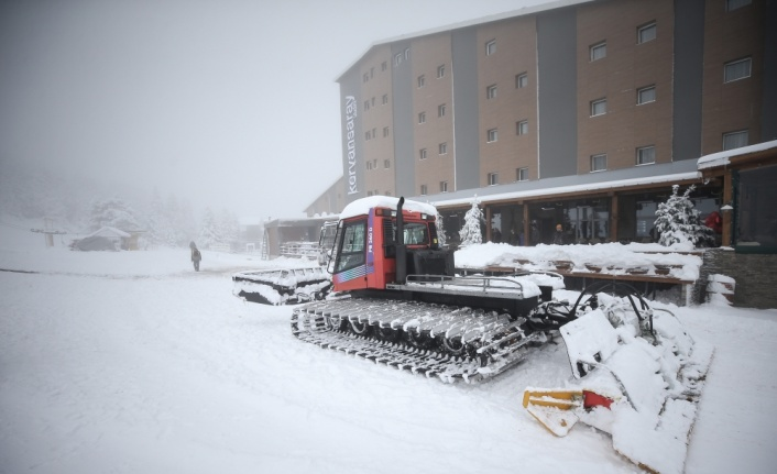 Yoğun kar yağışı Uludağ'da turizm işletmecilerinin yüzünü güldürdü