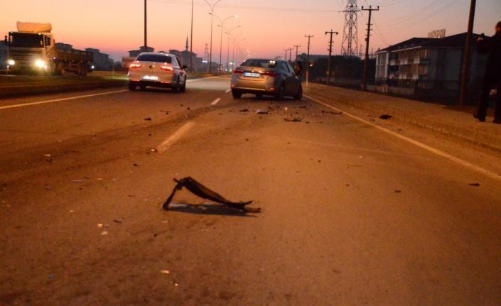 Karasu'da iki otomobil çarpıştı: 2 yaralı
