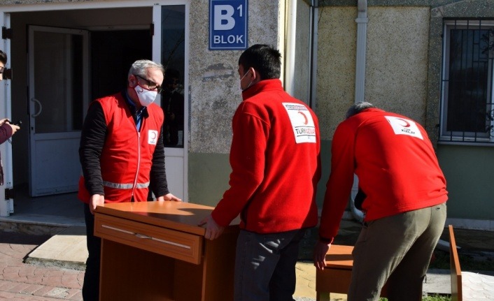 Sakarya Üniversitesi, İdlib'deki selden etkilenen Suriyelilere mobilya yardımı yaptı