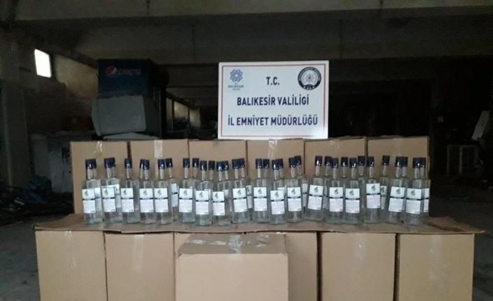 Balıkesir'de bir araçta 403 litre etil alkol bulundu