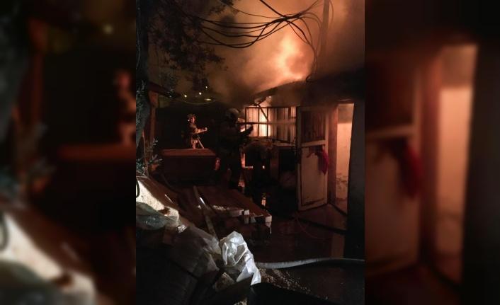 Marangoz atölyesinde çıkan yangın söndürüldü