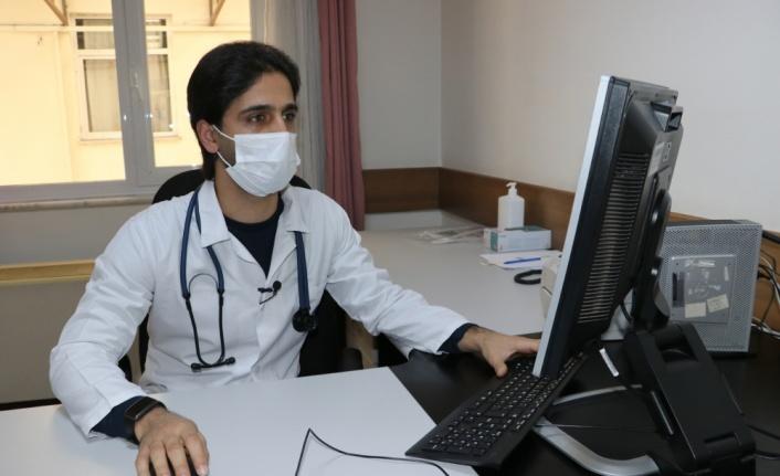 Esed rejimi yüzünden yarım bıraktığı doktorluk hayalini Türkiye'de gerçekleştirdi