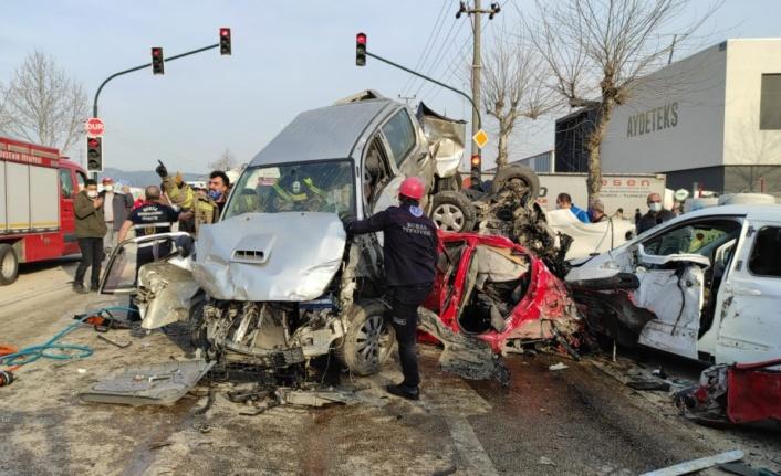 GÜNCELLEME 3 - Bursa-Ankara kara yolunda zincirleme trafik kazası: 3 ölü, 21 yaralı