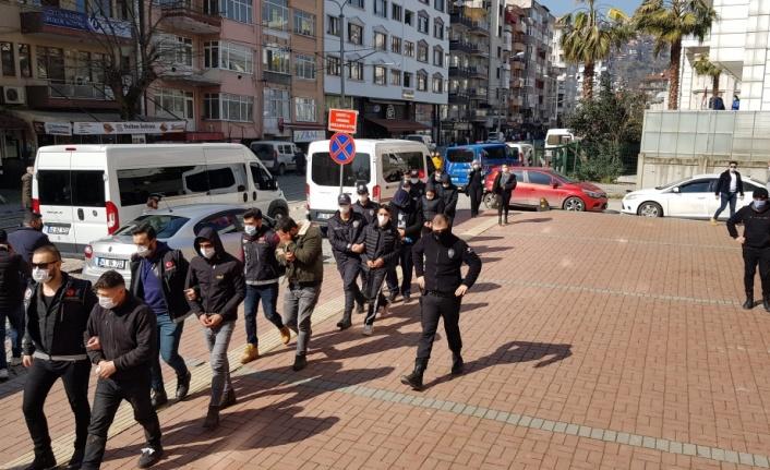 Kocaeli'de uyuşturucu operasyonunda yakalanan 8 şüpheliden 5'i tutuklandı
