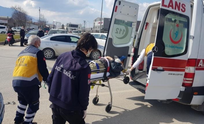 İnegöl'de kamyonet ile hafif ticari araç çarpıştı: 1 yaralı