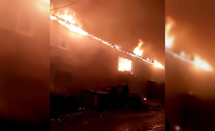 İnegöl'de mobilya üretim fabrikasında çıkan yangın söndürüldü