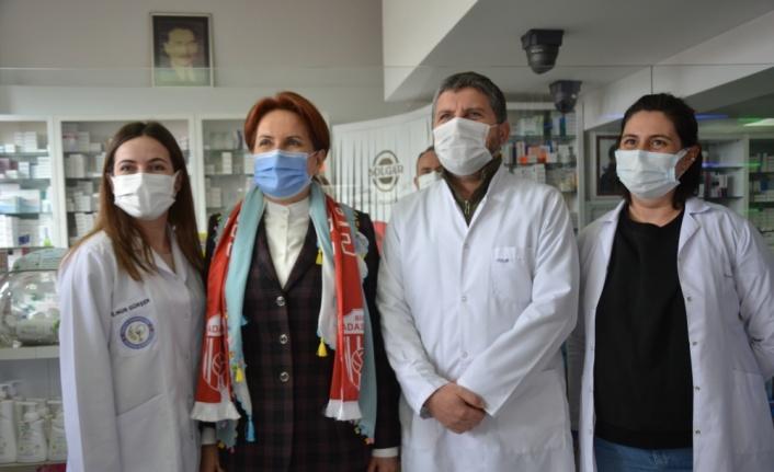 İYİ Parti Genel Başkanı Meral Akşener, Çanakkale'de esnaf ziyaretinde bulundu