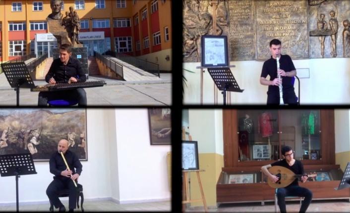 Lise öğrencileri İstiklal Marşı'nın ilk ve son bestesini klipte bir araya getirdi