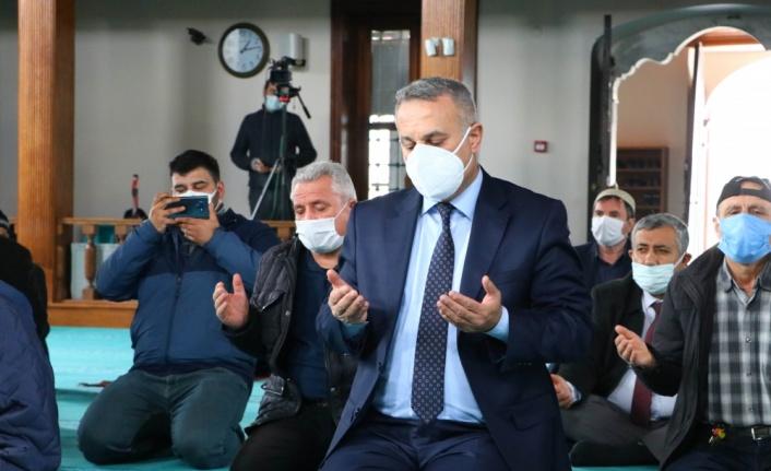 Tekirdağ'da Kovid-19 salgınında hayatını kaybeden sağlıkçılar için mevlit okutuldu