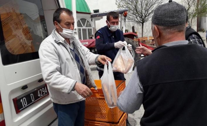 Bigadiç Belediyesi her gün 1000 ramazan pidesi dağıtıyor