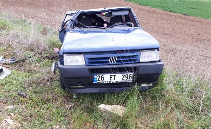 Bilecik'te şarampole devrilen otomobildeki 2 kişi yaralandı
