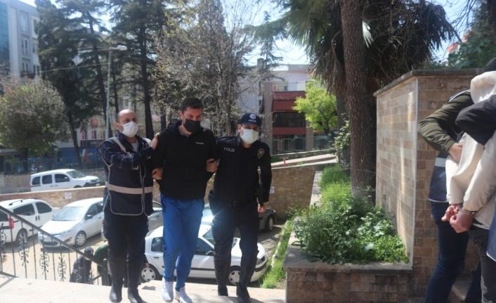 Bilecik'te senet tahsil etmek istedikleri kişiyi darbederek parasını gasbeden 3 şüpheli tutuklandı