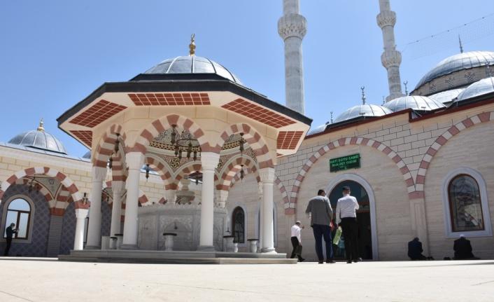 Bilecik'te vatandaşlar tam kapanmada Cuma namazını camilerde kıldı