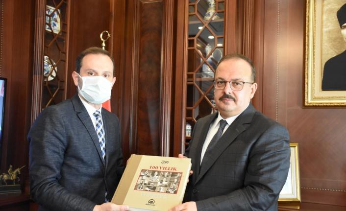 Bursa Valisi Yakup Canbolat, AA Bursa Bölge Müdürü Erdinç Aksoy'u kabul etti