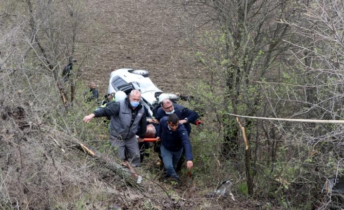 Edirne'de devrilen otomobilde sıkışan sürücü ekiplerin müdahalesiyle kurtarıldı