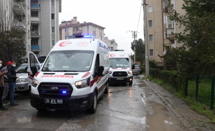 Evde çıkan yangında dumandan etkilenen 2 kardeş hastaneye kaldırıldı