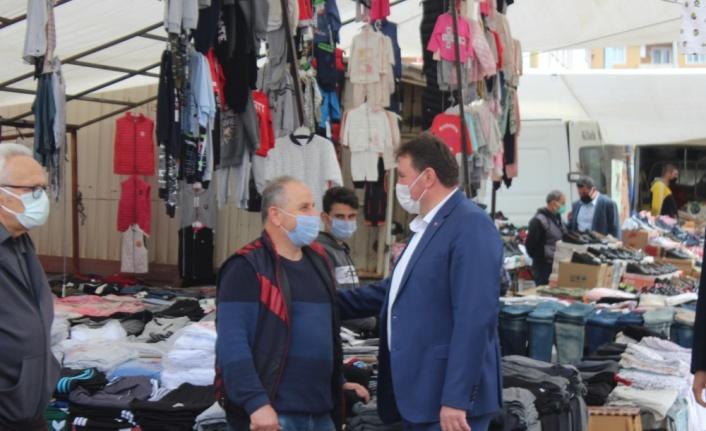 Ferizli Belediye Başkanı Gündoğdu, pazar yerinde denetimlerde bulundu