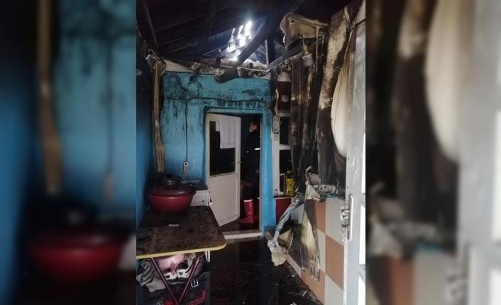 Hayrabolu'da yangın sonucu 2 evde hasar oluştu