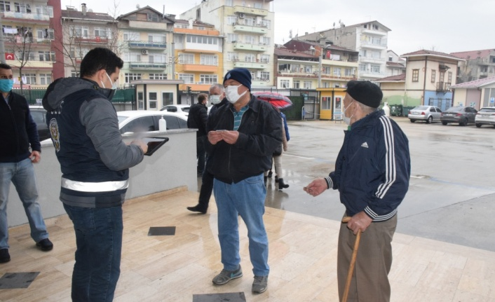 Kocaeli ve Sakarya'da yaşayan çifte vatandaşlar Bulgaristan'daki genel seçimler için oy kullanıyor