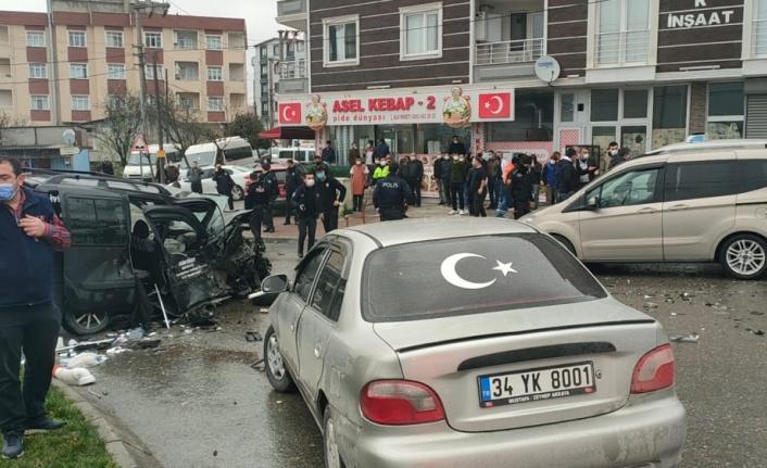 Kocaeli'de iki araca çarpıp etrafa ateş açan sürücü gözaltına alındı