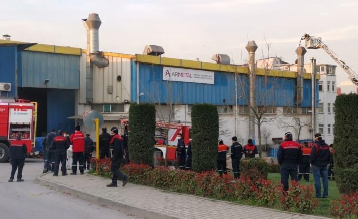 Gebze'de trafo fabrikasında çıkan yangın söndürüldü