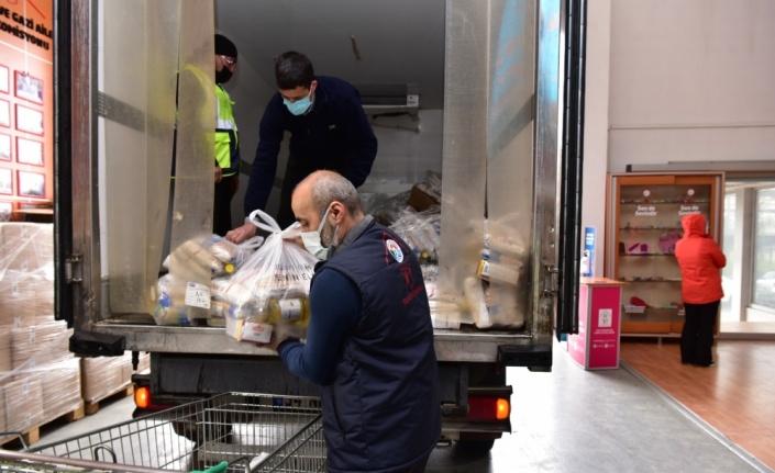 Tuzla'da toplanan bayat ekmekler ihtiyaç sahipleri için gıda kolisine dönüşüyor