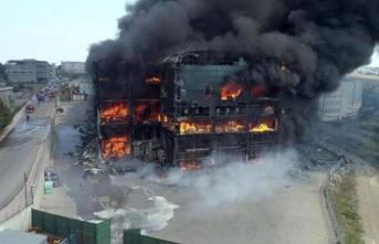 """""""Çayırova'da yanan fabrika tamamen kaçak"""""""