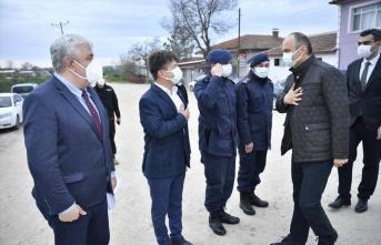 Edirne Valisi Canalp köyleri ziyaret ederek salgın tedbirlerine uyulmasını istedi