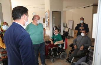 Kapaklı Belediyesi TSD'ye tekerlekli sandalye bağışladı