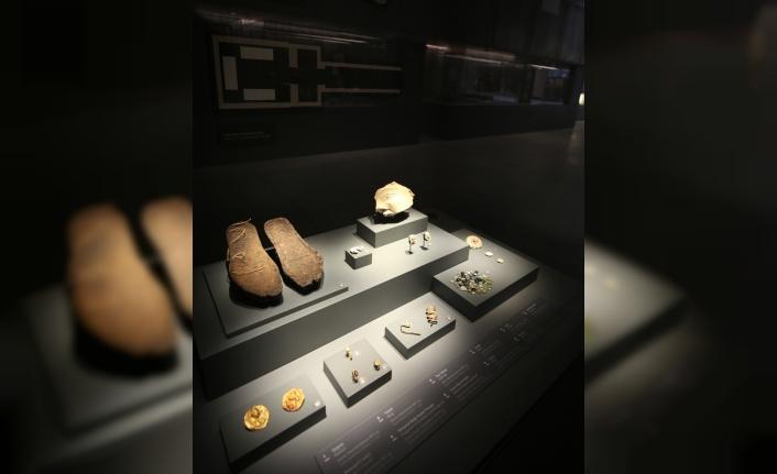 Avrupa'da yılın müzesi özel ödülünü kazanan müzenin personeline alkışlı karşılama