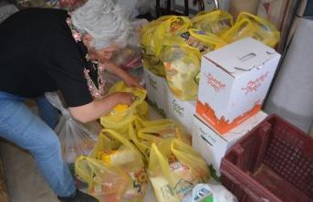 Ayvalık Şefkat Evleri Yaptırma ve Yaşatma Derneğinden ihtiyaç sahiplerine gıda yardımı