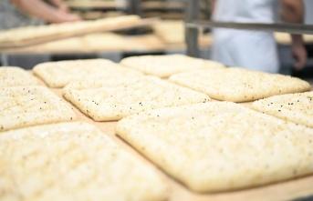 Balıkesir Büyükşehir Belediyesince 375 gram ramazan pidesi vatandaşlara 1,5 liradan ulaştırılıyor