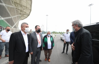 Başkan Ekrem Yüce Sakaryaspor'un maçını izledi