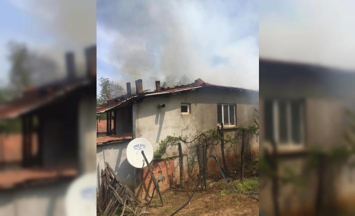 Biga'da köy evinde çıkan yangın hasara neden oldu