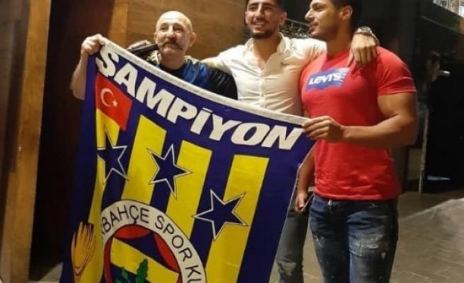 Fenerbahçe, İranlı futbolcu Allahyar Seyyadmeneş'i kadrosuna kattı.