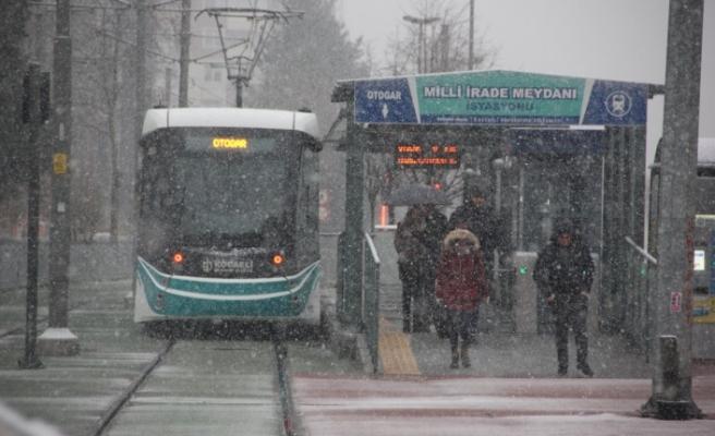 Otobüs ve tramvaylar kış tarifesine geçti