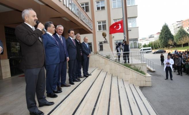 Kaymakam Güler ve Başkan Büyükgöz bayrak töreninde