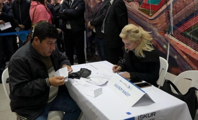 """İzmit Belediyesi ve İŞKUR'un """"İş'te Engel Yok"""" programına yoğun ilgi"""
